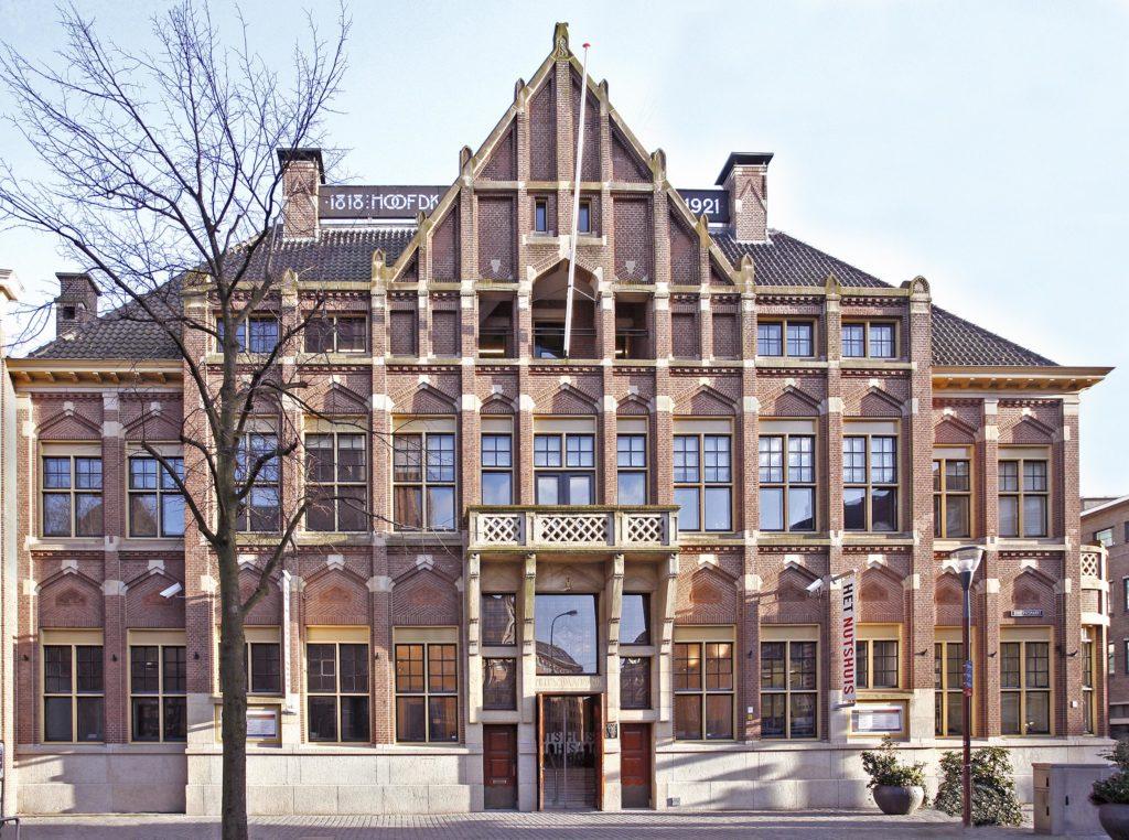 Gevel Het Nutshuis, Riviervismarkt 5 Den Haag