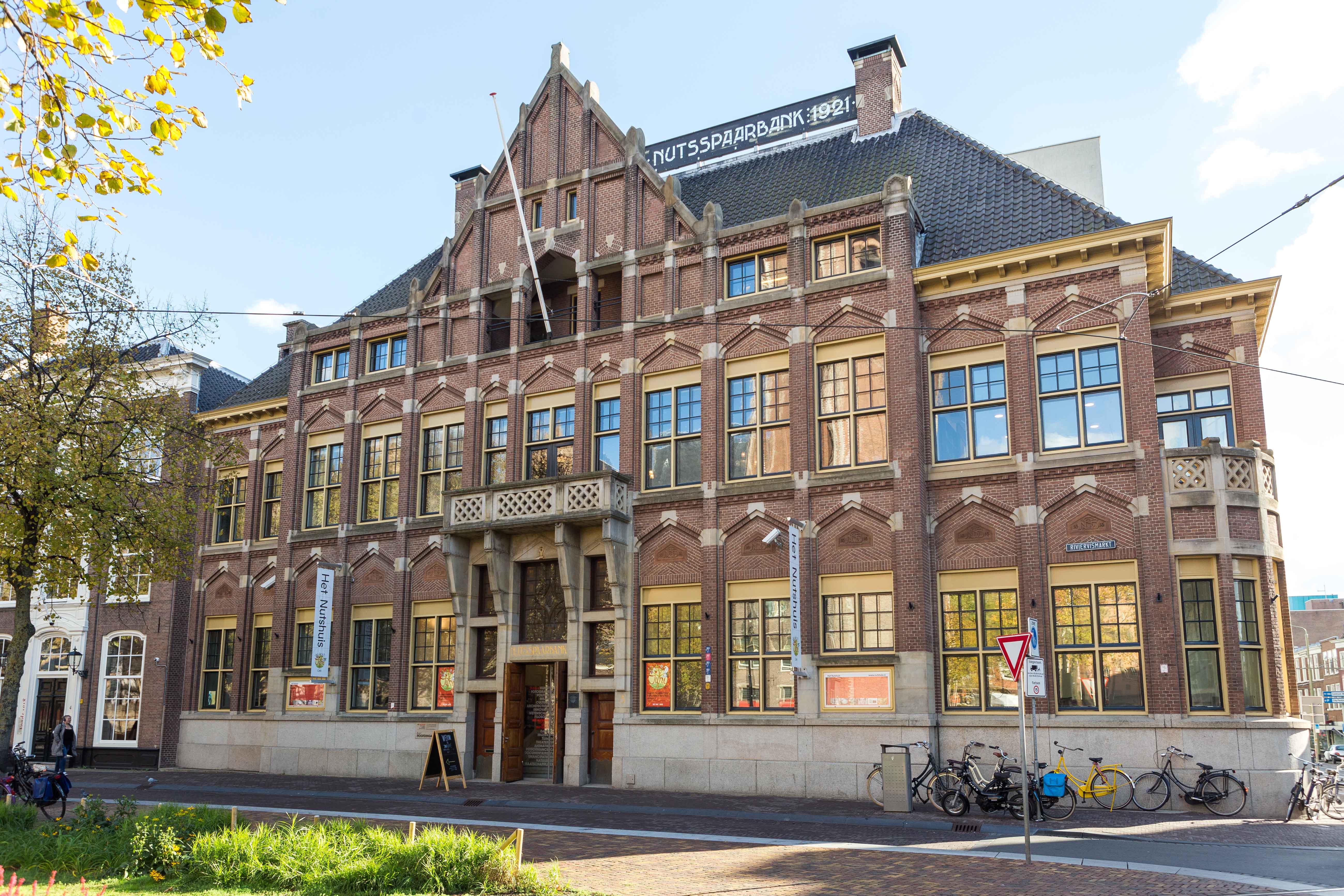 Front building Nutshuis Den Haag